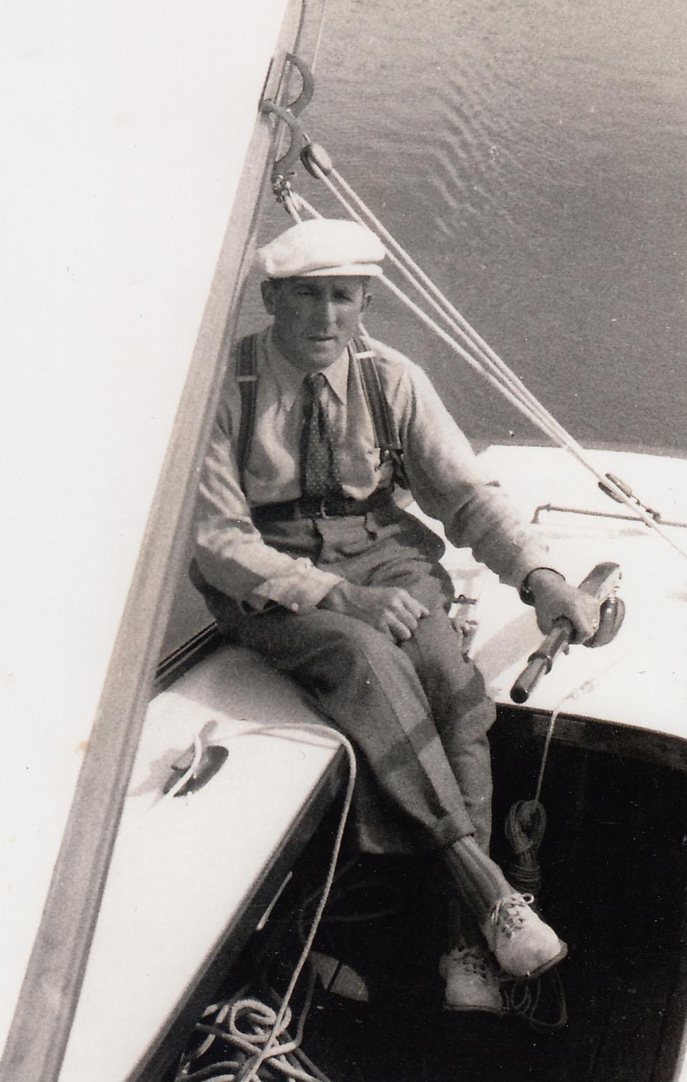 Josef Fischer mit seinem Segelboot