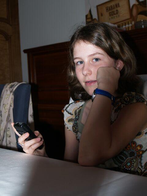 Ursina mit Handy